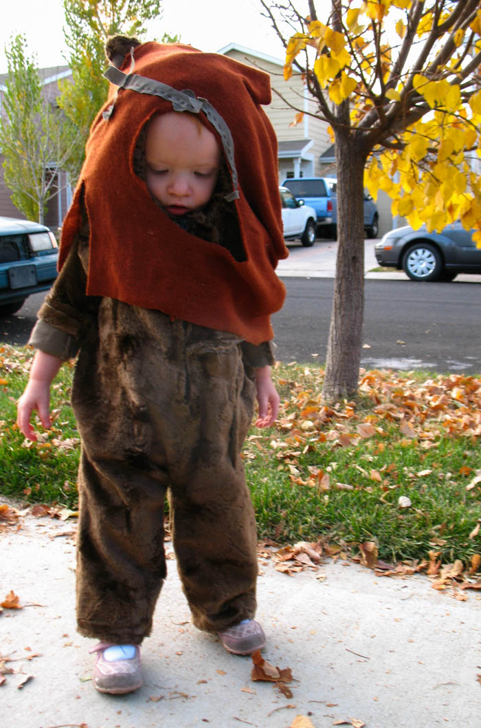 halloween costumes vintage star wars princess leia darth vader wicket ewok costumes handmade diy a new hope return of the jedi kids children unique fall cute sweet ideas adorable