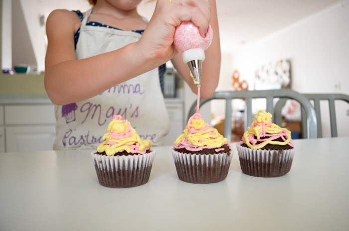 kids make cupcakes dc cupcakes business summer fun maydae stephanie may